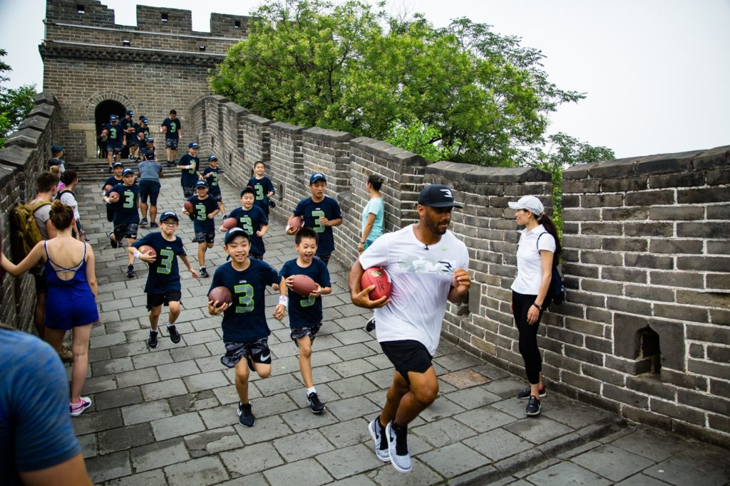 China-Seattle-Seahawks-QB-Russell-Wilson-on-Great-Wall.2.jpg